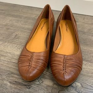 Bare Traps leather short wedge loafers
